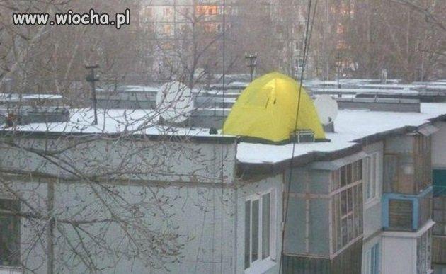 Biwak na dachu w Rosji