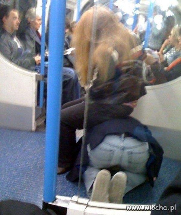 Muzułmanin zaczął się modlić w metrze?