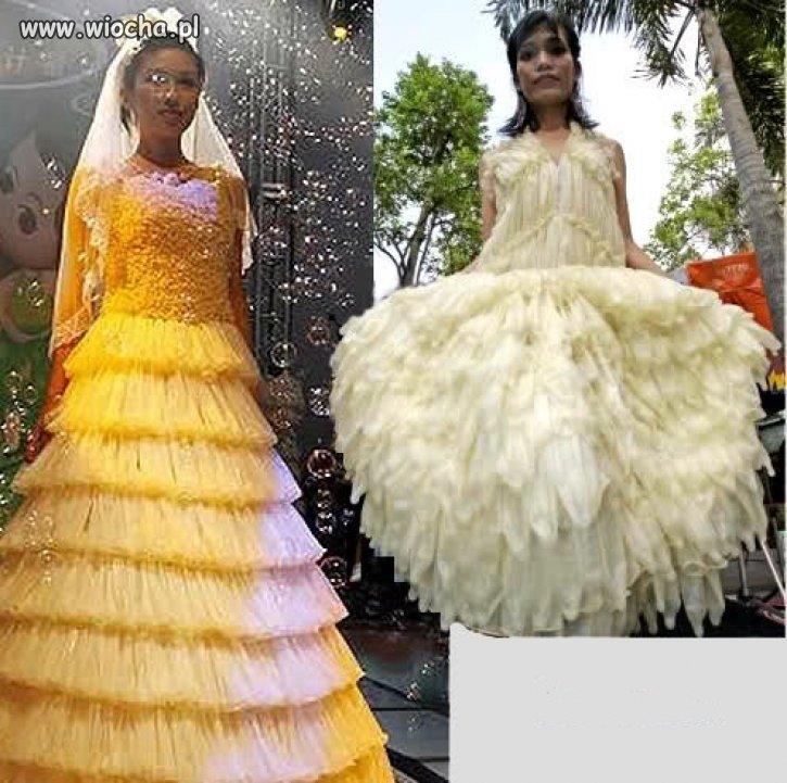 Suknia ślubna z prezerwatyw.