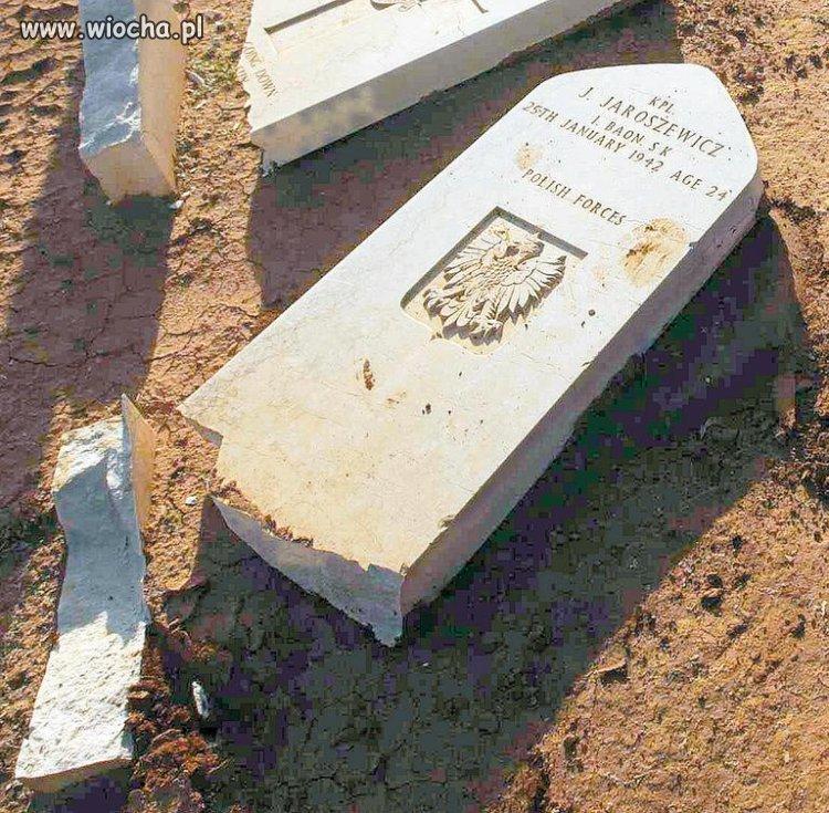 Muzułmanie niszczą groby polskich żołnierzy