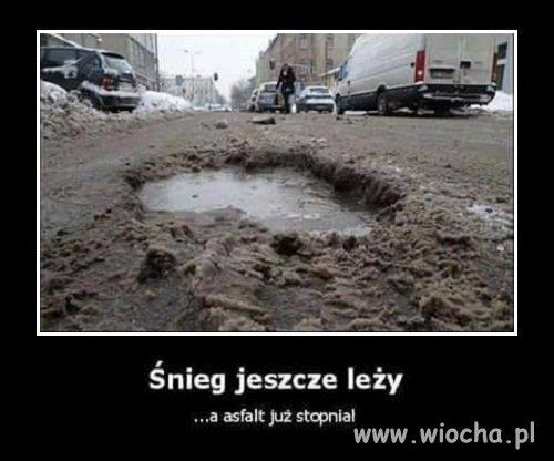 Śnieg jeszcze leży, a asfalt...
