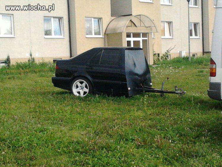 Kto� chyba bardzo kocha� swoje autko,