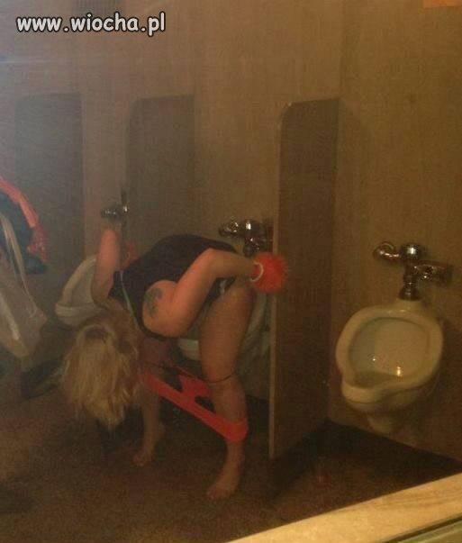 """Damska toaleta nieczynna"