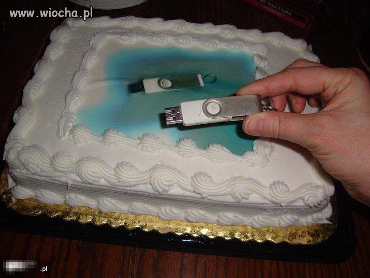 Klient zamówił u pewnej cukierni tort i zostawił
