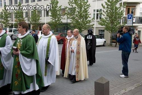 Bo kapłana ciemnej strony mocy