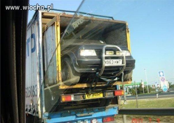 Samochód w samochodzie w samochodzie.