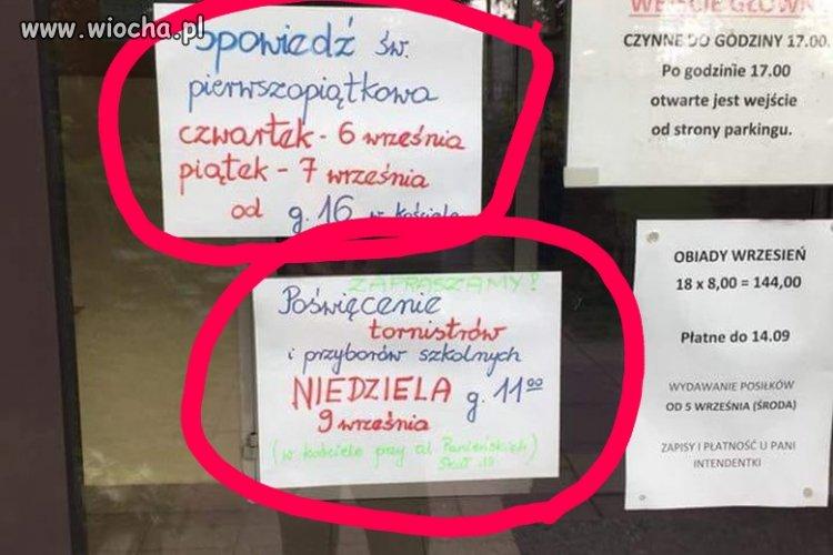 Tablica ogłoszeń w typowej świeckiej szkole
