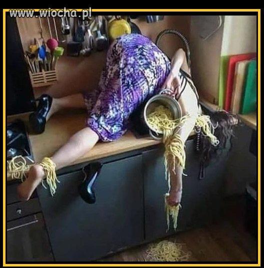 Kiedy opijesz się w domu, ale musisz jeszcze...