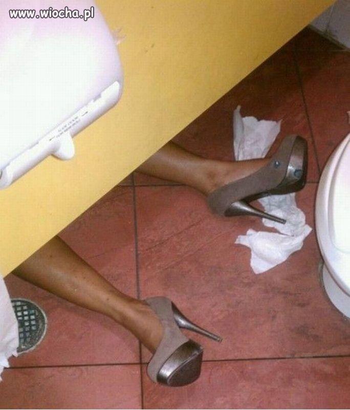 A tym czasem w toalecie...