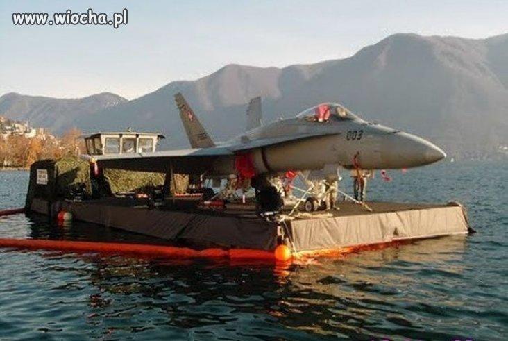 Lotniskowiec. . .