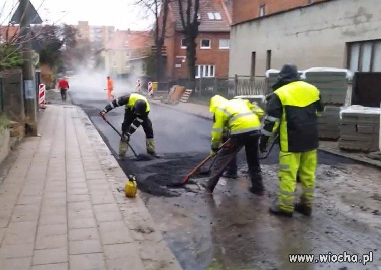 Panowie...lejem bo asfalt stygnie
