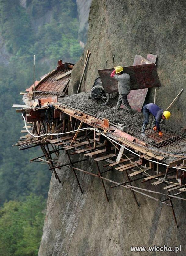 Praca na wysokościach.