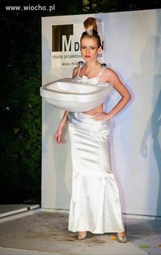 Nowa kreacja mody...Kobieta zlew...