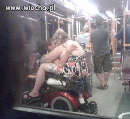 Igraszki w autobusie...