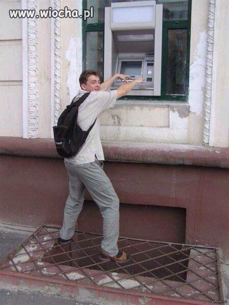Wybrał idealne miejsce na bankomaty.