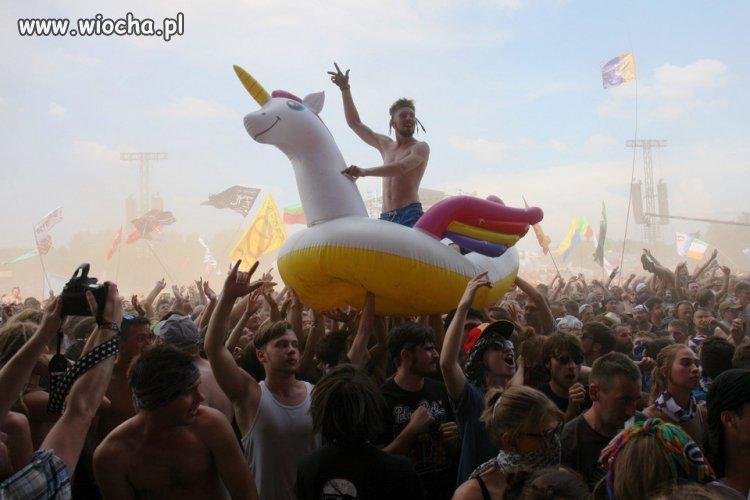 Zakaz polewania wodą na Woodstocku