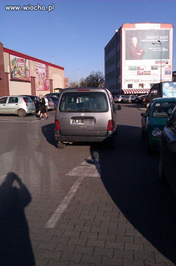 Kolejny mistrz parkowania (Pabianice, Kaufland)