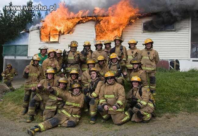 Chłopaki, dawajcie, gasimy pożar.
