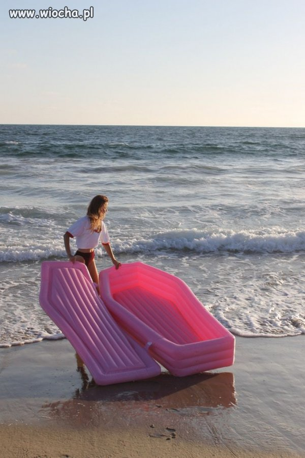 Hit sezonu-plażowa nadmuchiwana trumna