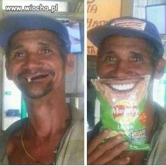 Piękny uśmiech z chipsami