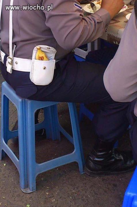 Z tak uzbrojona policja