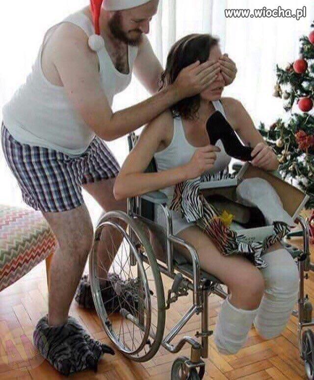 Nie ma to jak mąż wspierający żonę po wypadku