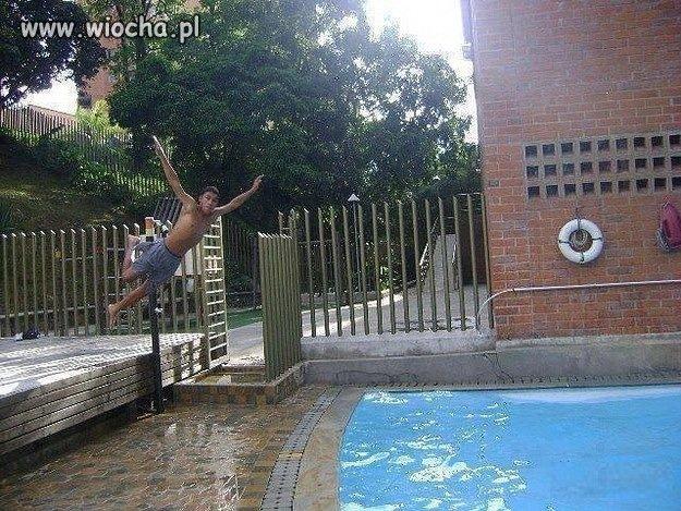 Jest szansa, że teraz z basenu będzie korzystał...