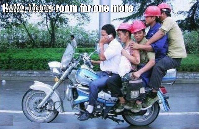 Pięciu na motorze i jeszcze gada przez komórę