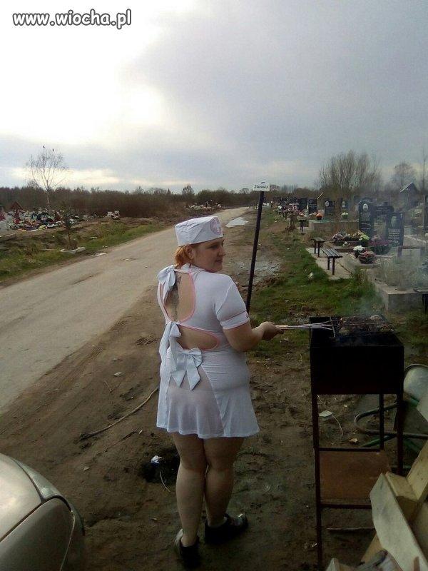 Cmentarny grill pierwszej pomocy