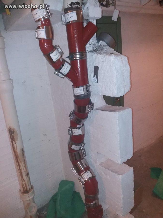 Kiedy hydraulik ma płacone za kolanko.