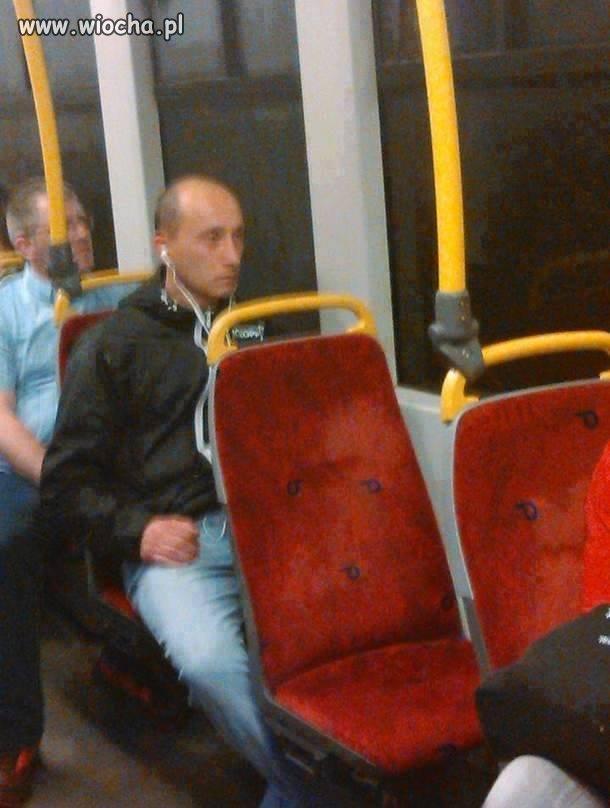 Wsiadam wieczorem do tramwaju...