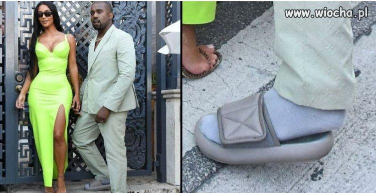 Kanye przychodzi na wesele w za małych klapkach