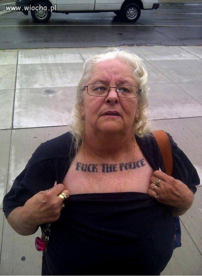 Ciekawe Co Jej Policja Zrobiła że Taki Tatuaż Wiochapl